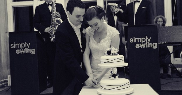 Simply Swing - Cake Cutting