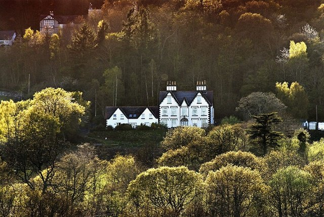 Coed Mawr Hall Boutique Bed And Breakfast
