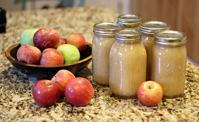 how to make simple homemade applesauce
