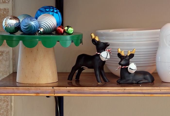 black and gold reindeer salt and pepper shakers