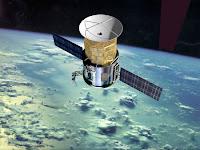 Defunct spy satellite falling for orbit