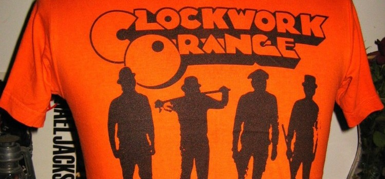 "Ein orange-farbenes T-Shirt mit dem Logo des Films ""Clockwork Orange"". (Foto: Educationeducationeducation / cc-by)"