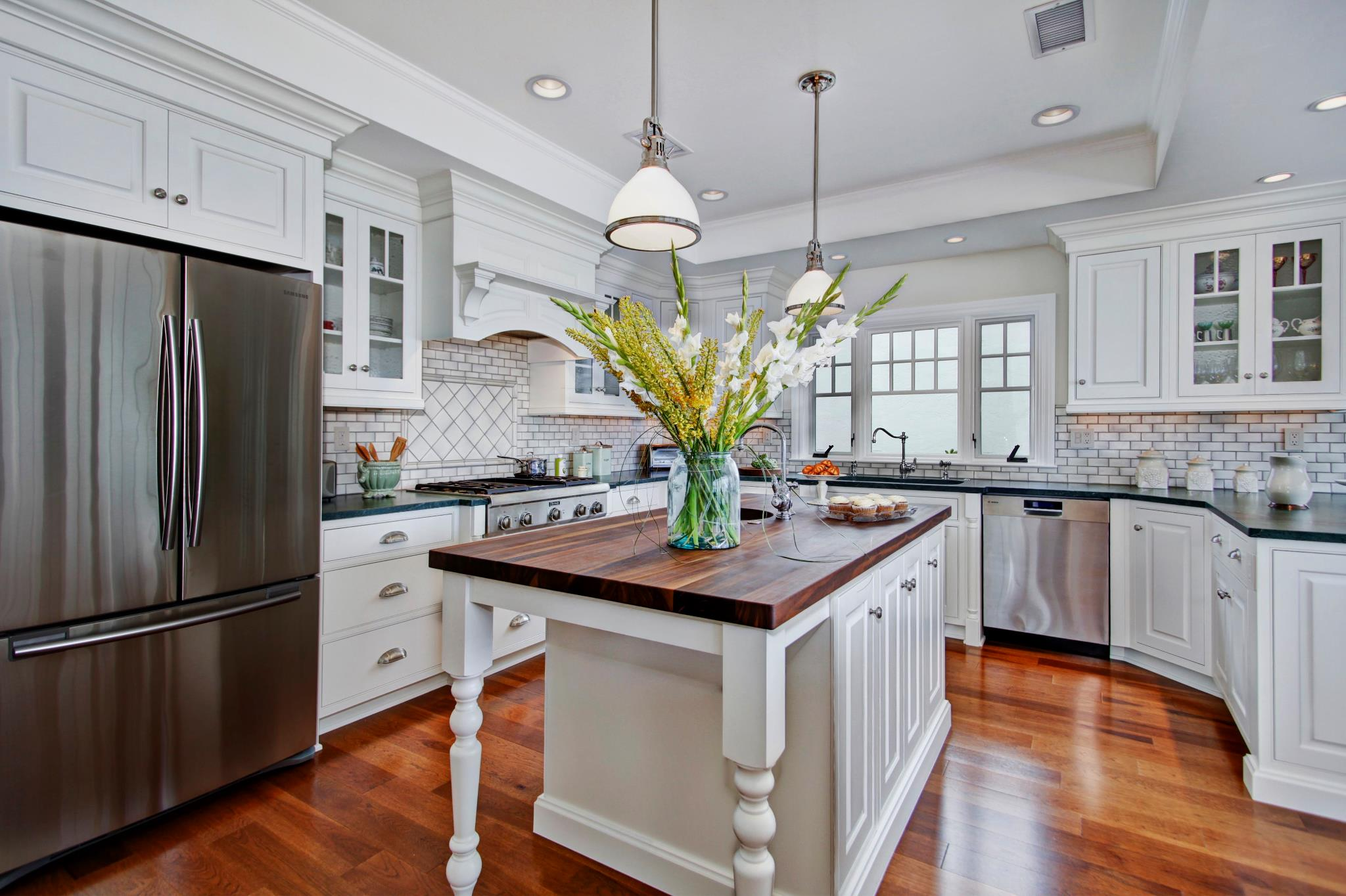 brakur colonial kitchen design Dover NH Kitchen Cabinets