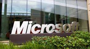 Microsoft údajne predstaví koncom mája malý Surface tablet