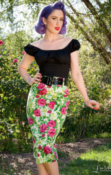 Pin Up Girl Clothing Deadly Curves Skirt in Cream Rose Floral