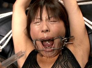変態ドM女優藍花の水責め動画。浣腸やゲロイラマチオなど窒息プレイ満載