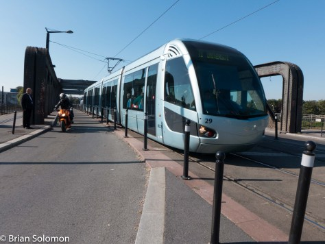 Tram_w_Bridge_valenciences_P1320760