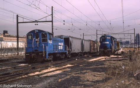 Conrail_9212_and_7546_at_Exchange_Place_Jersey_City_NY_Feb1983©Richard_Solomon_664473