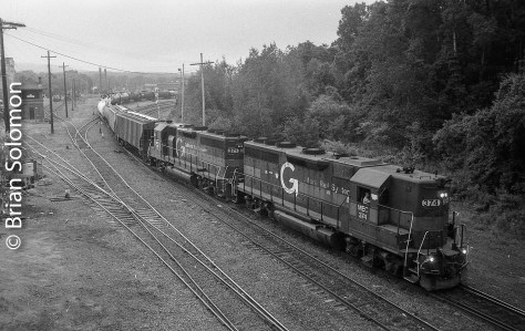 A real rare pair in 2016; back to back high-hood GP40s. How sweet is that? This is Pan Am's EDRJ (East Deerfield to Rotterdam Junction).