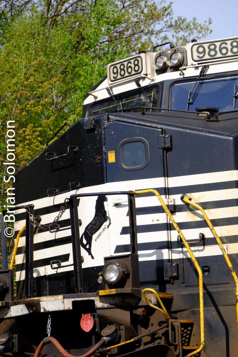 Detailed vertical view of the leading engine, a General Electric DASH9-40CW.
