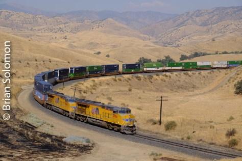 UP_Z-Train_at_Tunnel_2_DSCF1078
