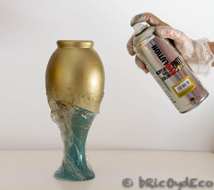 C mo reciclar jarrones de cer mica con pintura en spray for Como se pone ceramica