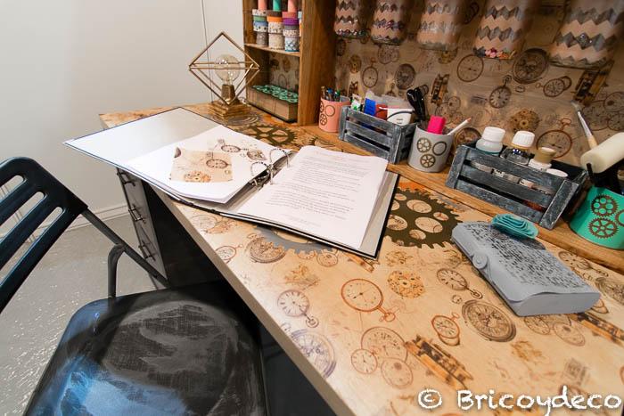 escritorio con elementos reciclados