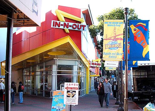 Another urban format In-N-Out Burger in Fisherman's Wharf in San Francisco (Photo: Allenlai7)