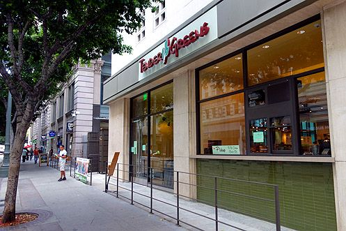 The long awaited Tender Greens is now finally open in Downtown LA at 6th/Olive near Pershing Square