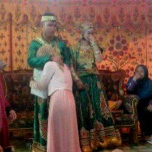 20141019131201-1-risna-hadir-di-pernikahan-mantan-001-dedi-rahmadi