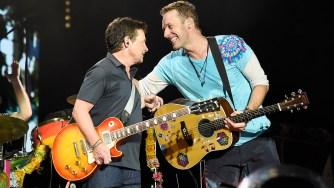 """Coldplay revivió """"Back to the Future"""" junto a Michael J. Fox"""