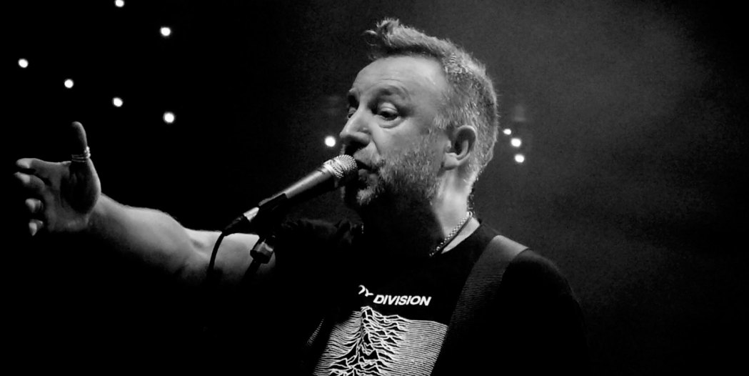 http://i1.wp.com/britnoise.net/wp-content/uploads/2016/08/peter-hook-1.jpg?fit=1050%2C526