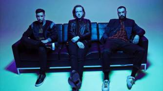 Two Door Cinema Club apuesta a las malas decisiones