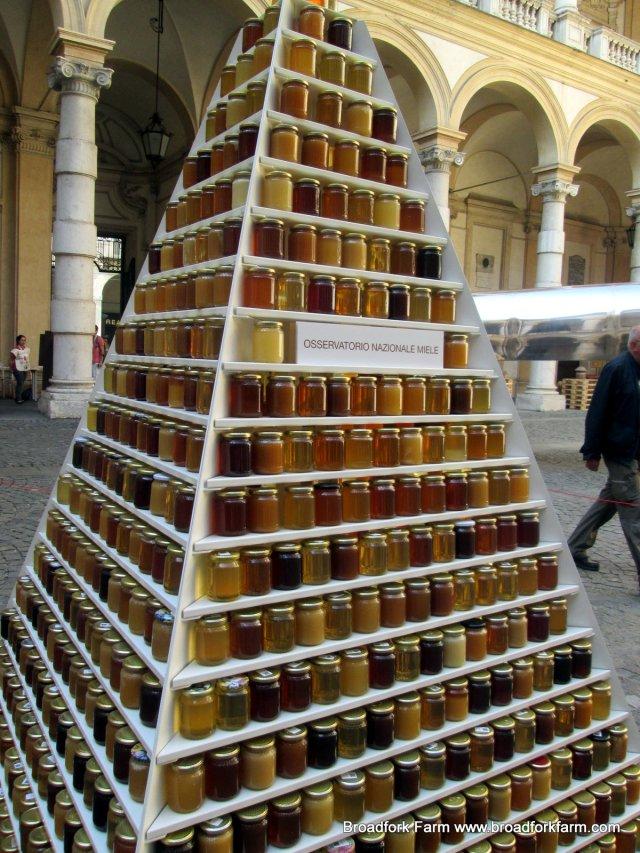 1000 Honeys pyramid