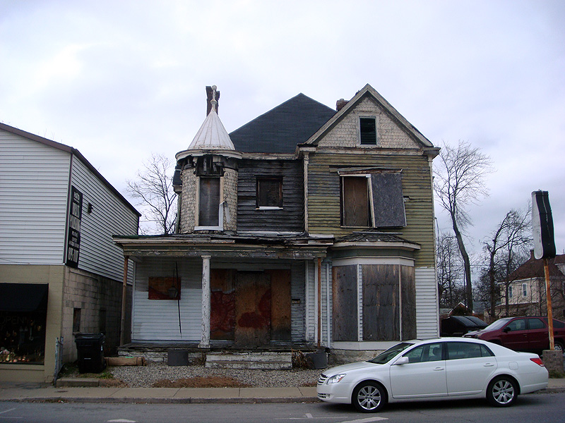 Ultimatum Issued For Frankfort Avenue House Broken Sidewalk