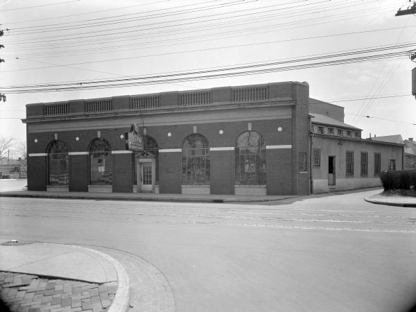 Ear X-Tacy Building in 1932 (U of L Photographic Archives)