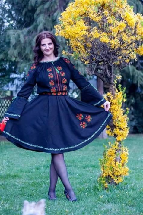 rochie neagra motive romanesti broderii