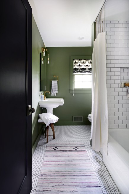 15 ideas for decorating with hunter green brooklyn berry for Green and black bathroom ideas