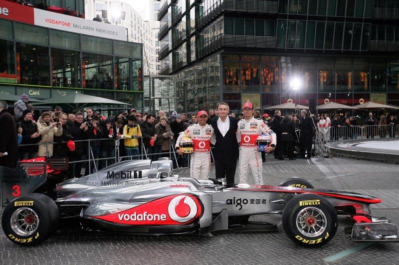 Motorsports: FIA Formula One World Championship, Vodafone McLaren Mercedes Car Launch, presentation of the new MP4-26, Lewis Hamilton (GBR, Vodafone McLaren Mercedes), Martin Whitmarsh (GBR, Teamchef Vodafone McLaren Mercedes) and Jenson Button (GBR, Vodafone McLaren Mercedes)
