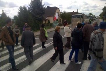 Blokada drogi krajowej nr 39 w Lubszy przez mieszkańców gminy