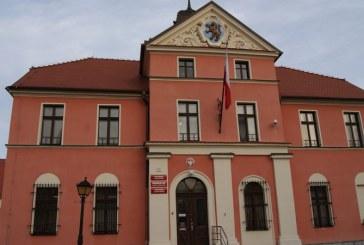 To pomysł na pozyskanie dodatkowych środków dla gminy – Rozmowa z Arturem Kotarą, burmistrzem Lewina Brzeskiego