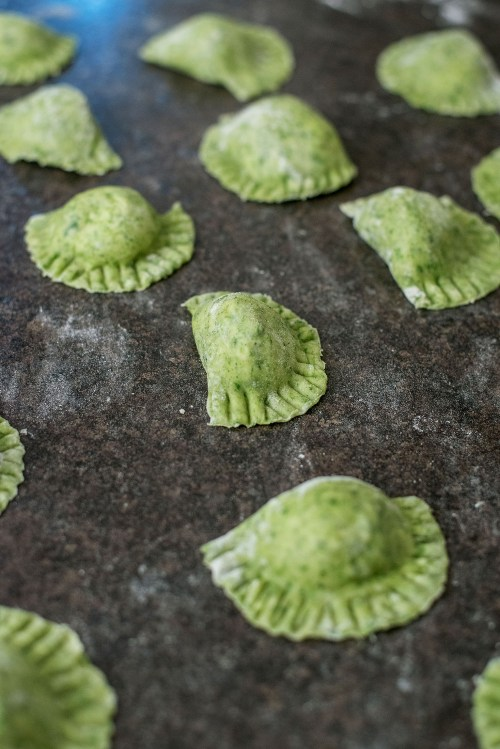 Ricotta & Spinach Stuffed Spinach Ravioli | bsinthekitchen.com #ravioli #spinach #bsinthekitchen