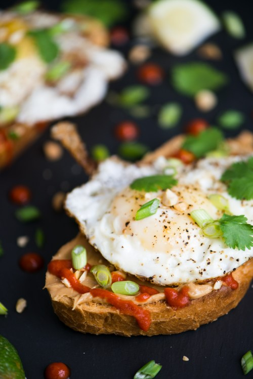 Fried Egg, Sriracha, & Peanut Butter Toast | bsinthekitchen.com #sriracha #toast #bsinthekitchen