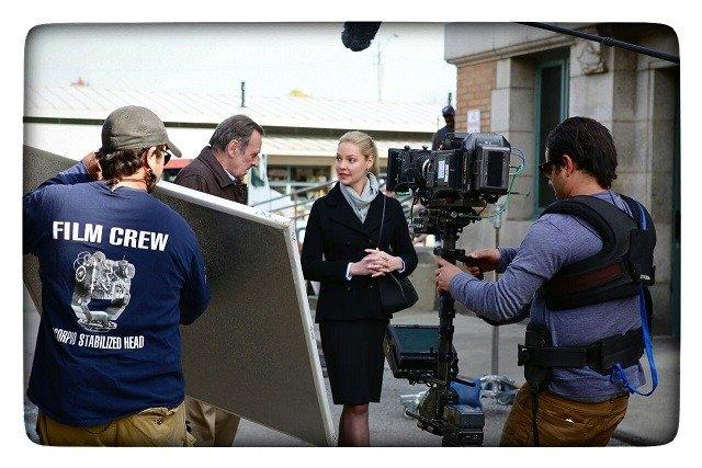Katherine-Heigl-and-Film-Crew