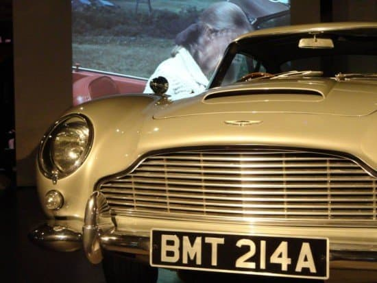 Aston Martin DB5 - Bond in Motion - Back to the Movies