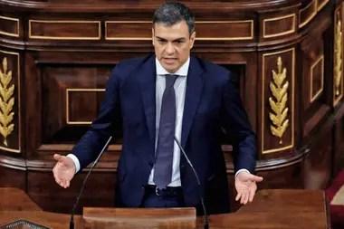 El socialista Pedro Sánchez, nuevo presidente de España, durante su discurso