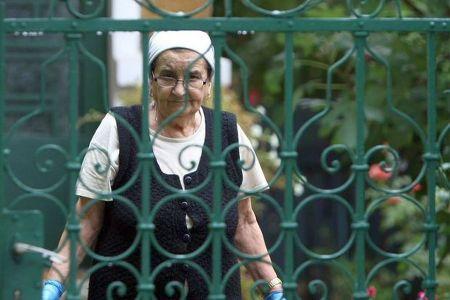 O batranica din Drumul Taberei este CEA MAI MARE AFACERISTA din Romania! Vezi SMECHERIA!
