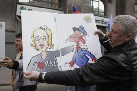 """""""Blonda lui Dragnea""""- tinta a mii de politisti iesiti la PROTESTE in centrul Bucurestiului!"""