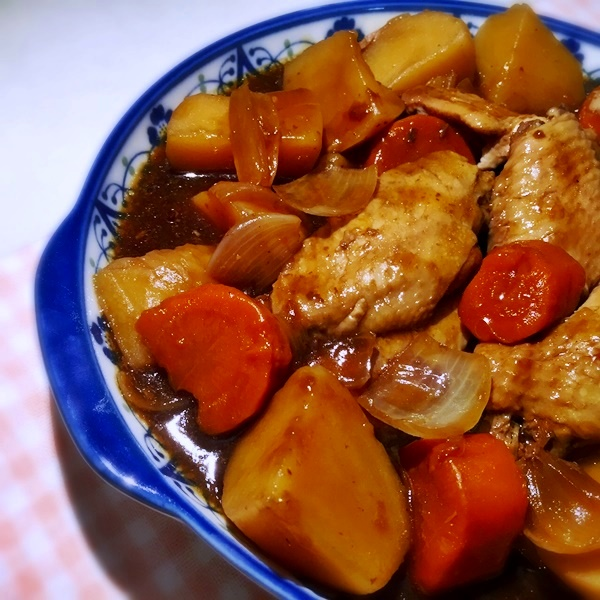 Slow-Cooked Oyster Sauce Chicken and Potatoes (with lots of gravy!)
