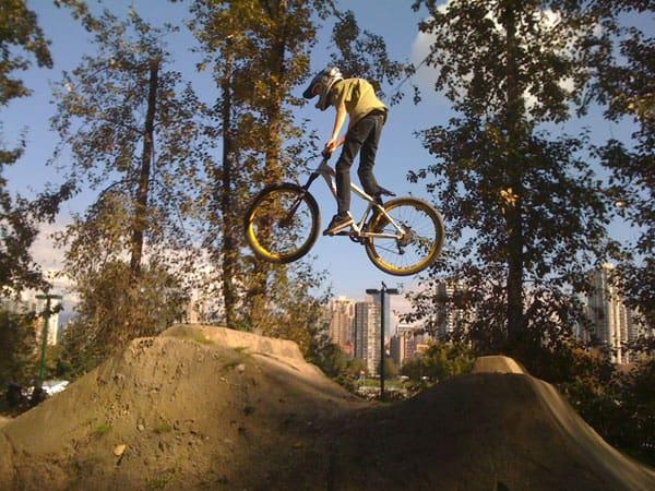 jumping-bmx-bike-track
