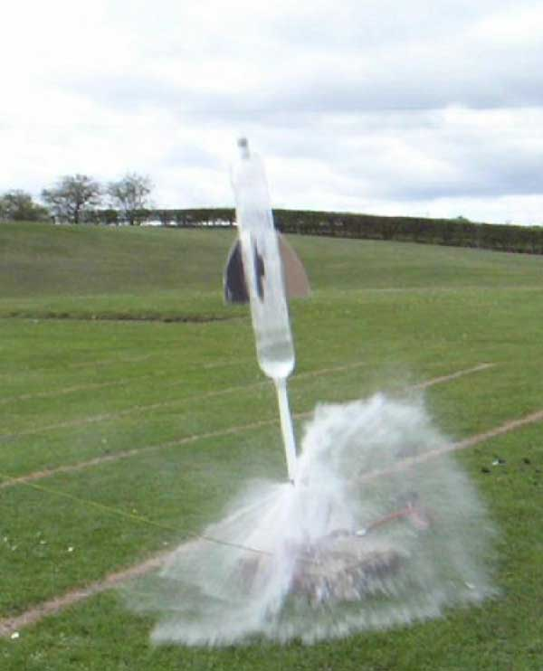 How to build a Water Rocket - Fun Physics for Kids {Weekend Links} from HowToHomeschoolMyChild.com