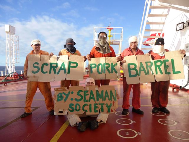 Seafarers join protest vs pork barrel system, corruption, Photo by Edgardo Tuangtuang courtesy of Migrante International posts
