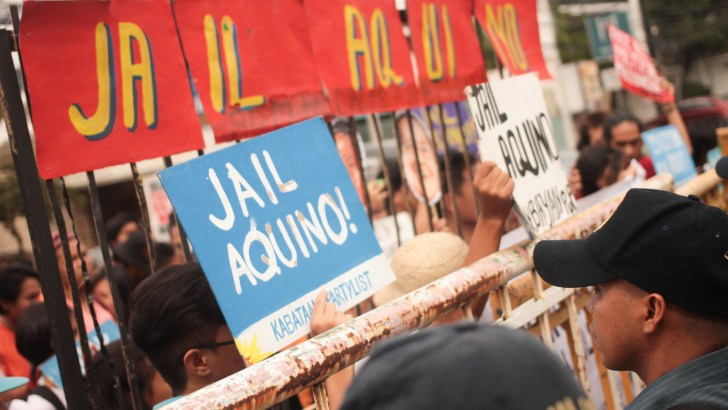 Youth protesters hound 'Citizen Noynoy' at Times Street
