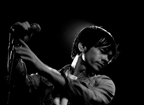 Nate Ruess of fun. performing in London in 2010 | Photo courtesy of Miranda Heneghan via Wikimedia Commons