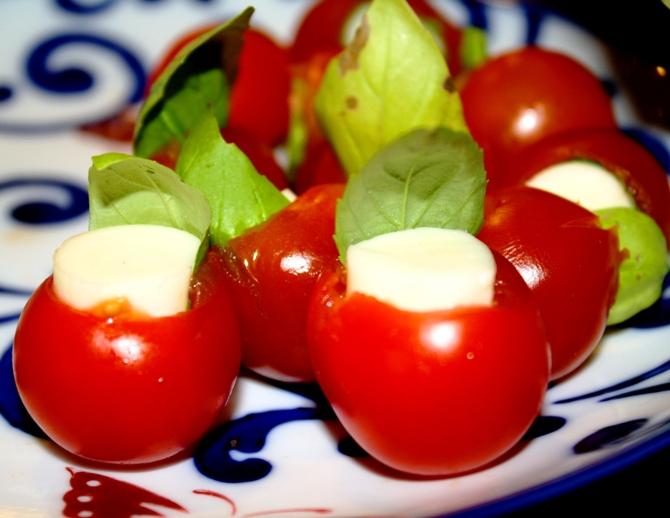 http://i1.wp.com/burninlovebbq.files.wordpress.com/2011/09/tomatobitesb.jpg