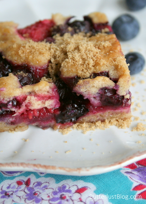Berry Cobbler Bars | ButterlustBlog.com