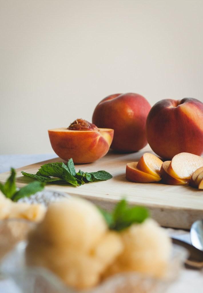 Minty Sauvignon Blanc & Peach Sorbet // butterlustblog.com  #vegan #dairyfree #glutenfree