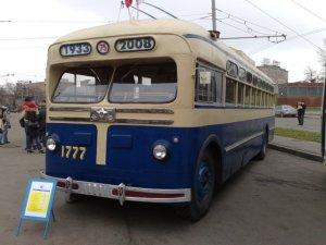 A vintage trolley bus in Moscow's 75th anniversary of trolley buses celebration. <a href=http://74.125.93.104/translate_c?hl=en&sl=ru&tl=en&u=http://vartal.livejournal.com/29314.html&usg=ALkJrhgCXHAX6dfH1hrM3apHz94saadJ_w#cutid1>Photo by Vartal</a>.