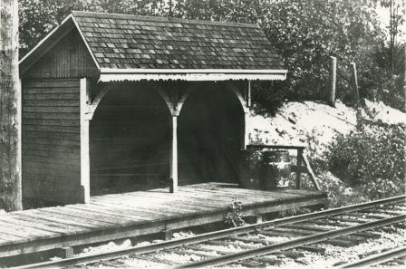 Leeside Station on the Central Park Line in 1921. Item 204-544 from the Mayor's Office fonds, courtesy of the <a href=http://www.heritageburnaby.com>City of Burnaby Archives</a>.