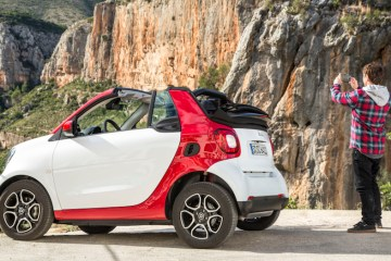 Smart fortwo: cute and fun subcompact ride.
